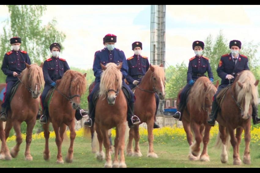 В Калуге конный патруль контролирует режим самоизоляции