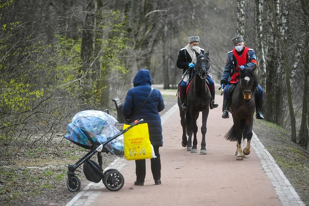 Парки и музеи-заповедники Москвы патрулируют казаки