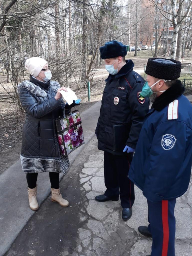 Казаки Одинцовского ХКО помогают пожилым людям своего округа и участвуют в рейдах с полицией