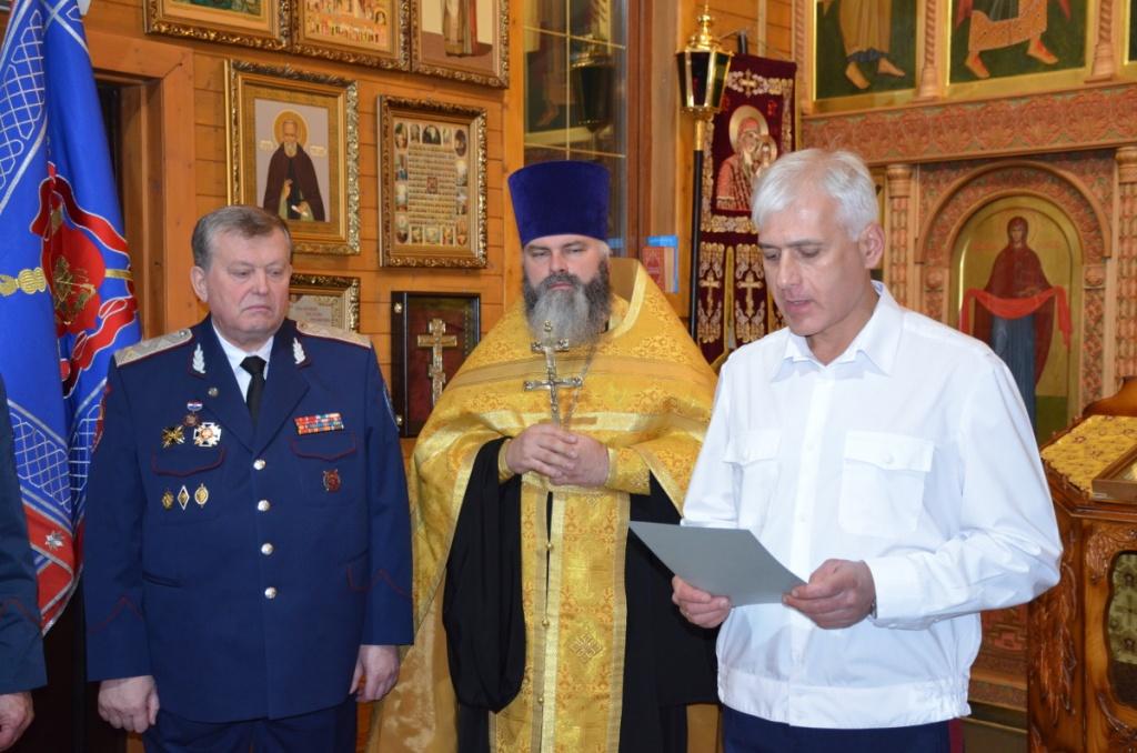 Народный художник России Василий Нестеренко прошел обряд верстания в казаки Центрального казачьего войска