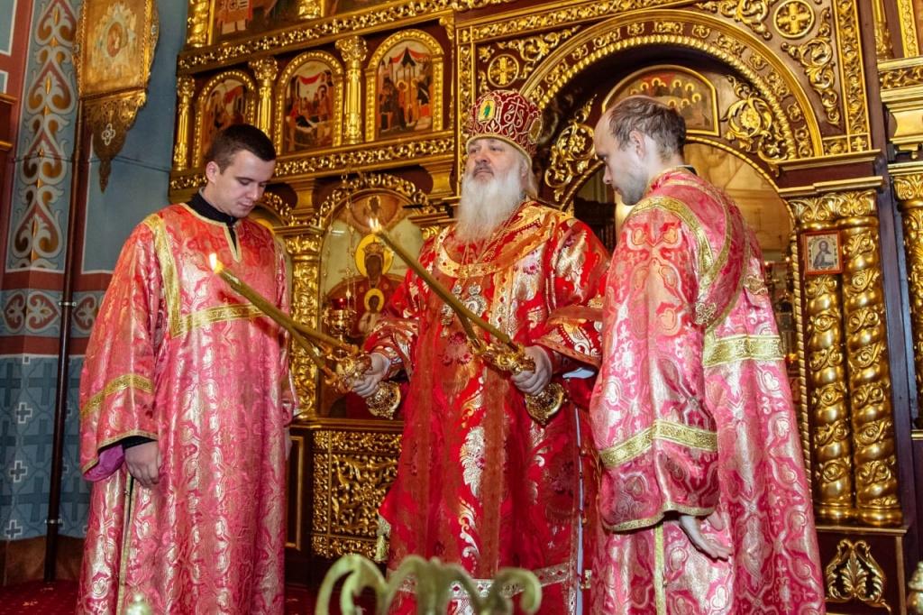 Казачье знамя ДХКО передано на хранение в собор Всех святых в земле Российской просиявших г. Домодедово